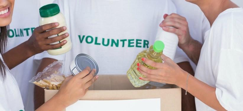 volunteer food donation.jpg